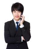 Conversazione asiatica dell'uomo d'affari al cellulare Fotografia Stock Libera da Diritti