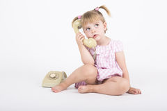 Conversazione d'alesaggio sul telefono Immagini Stock