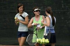 Conversazione dei giocatori di tennis Fotografia Stock Libera da Diritti