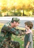 Conversazione del figlio e del padre Fotografia Stock Libera da Diritti