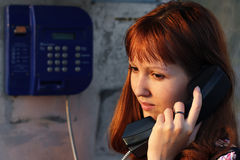conversazione del telefono della ragazza Immagini Stock