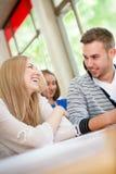 Conversazione felice degli studenti Fotografia Stock Libera da Diritti