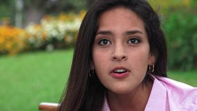 Conversazione teenager offensiva arrabbiata della ragazza video d archivio