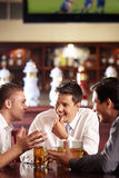 Conversazioni degli uomini Fotografia Stock