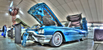 Convertibile blu di Thunderbird immagini stock