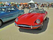 Convertibile classico di Britannici Jaguar XKE immagine stock