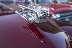 1941 convertible de porte de Cadillac 2, détail sur le capot Photographie stock