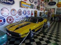 Convertible 1970 de Shelby GT500 1 de 6 amarillos hechos Imagen de archivo libre de regalías