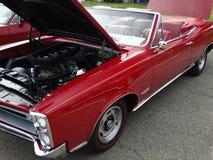 Convertible restaurado de Pontiac de 1966 rojos  Foto de archivo libre de regalías
