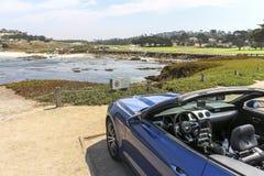 Convertible sur la commande de 17 milles en Californie Images libres de droits
