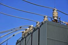 Convertidor de alto voltaje en una central eléctrica imagen de archivo