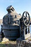 Convertidor de Bessemer anticuado viejo usado en una acería vieja en Swe fotografía de archivo