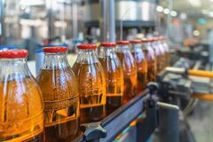 Free Conveyor Belt, Juice In Bottles On Beverage Plant Or Factory Interior, Industrial Production Line, Selective Focus Stock Photos - 174970743