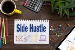 Convicção lateral das notas no caderno Lado HustleÑŽ do conceito do negócio Fotografia de Stock Royalty Free