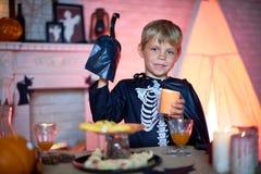 Convidado pequeno do partido de Dia das Bruxas Fotos de Stock Royalty Free