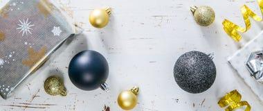 Convite da festa de Natal - prata, ouro e decorações pretas Foto de Stock Royalty Free