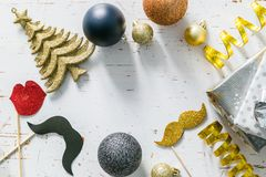 Convite da festa de Natal - prata, ouro e decorações pretas Imagem de Stock Royalty Free