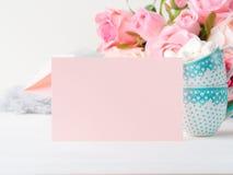 Convite do dia do ` s do Valentim do cartão do rosa do papel vazio fotos de stock royalty free