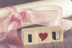 Convite do vintage com fita e eu te amo mensagem cor-de-rosa Imagens de Stock