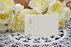 Convite festivo do casamento em um estilo delicado em um fundo Imagem de Stock