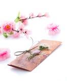 Convites feitos a mão do casamento feitos do papel Imagem de Stock