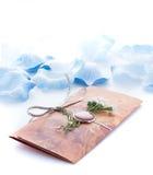 Convites feitos a mão do casamento feitos do papel Fotografia de Stock