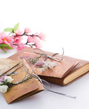 Convites feitos a mão do casamento feitos do papel Foto de Stock Royalty Free