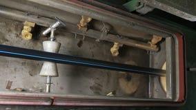 Convoglia la linea di produzione manifatturiera Fabbricazione di fabbrica di plastica delle tubature dell'acqua Processo di fabbr immagine stock libera da diritti