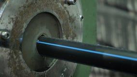 Convoglia la linea di produzione manifatturiera Fabbricazione di fabbrica di plastica delle tubature dell'acqua Processo di fabbr fotografia stock libera da diritti