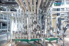 Convogliando ed attrezzatura in centrale elettrica Fotografia Stock Libera da Diritti