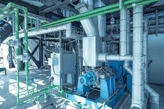 Convogliando ed attrezzatura in centrale elettrica del ciclo dell'associazione Fotografia Stock