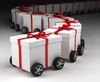 Convoi de boîtes-cadeau sur des roues Photos libres de droits