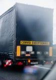 Convoi Exceptionnel - dodatku specjalnego transportu ciężarówka Zdjęcie Royalty Free