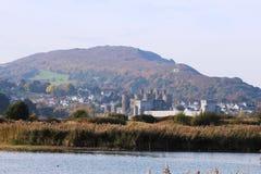 Conwy slott, norr Wales från RSPB Conway Royaltyfria Bilder