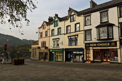 CONWY/WALES - April 20, 2014: Typical street scene in idyllic Royalty Free Stock Photos