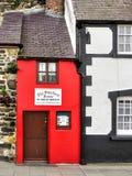 CONWY, WALES/UK - 8 OKTOBER: Het kleinste huis in Grote Britai stock afbeeldingen