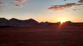 Coober pedy zon geplaatst sa de Zomer van Australië Royalty-vrije Stock Foto