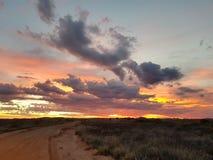 Coober pedy zon geplaatst Zuid-Australië Stock Afbeelding