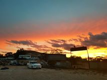 Coober pedy zon geplaatst Zuid-Australië Stock Afbeeldingen