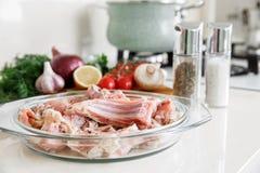 Coocking与菜的兔子的肋骨 库存图片