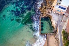 Coogee Strand- und Ross Jones Pool-Vogelperspektiven stockbilder