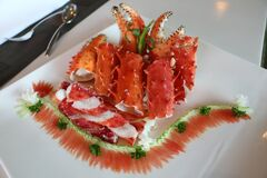 Cook Crabs on Top of Ceramic Plate Stock Photography