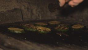 Cook dłoniak ciący courgette, zucchini lub, kawiarni kuchnia zbiory