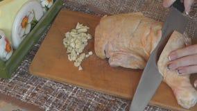 Cook faszerował kurczaka czosnku zbiory