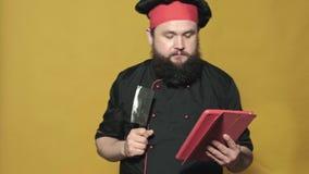 Cook w czarnym kostiumu na ? zdjęcie wideo