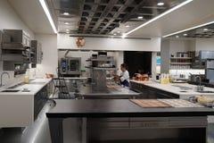 Cook w kuchni trzy Michelin gwiazd restauracja Francuska pralnia w Yountville, Napy dolina Fotografia Stock