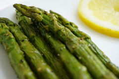 Cooked asparagus and slice of lemon Royalty Free Stock Images