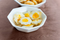 Cooked fried quail eggs Royalty Free Stock Photos