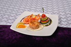 Cooked shrimp prepared with basil, lemon with vegetables, all se Royalty Free Stock Photography