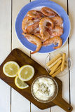Cooked shrimps with slices of lemon Royalty Free Stock Photography